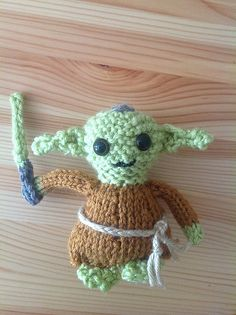 Amazing little knitted Yoda doll pattern byKnits by Britts. Perfect for any Star Wars fan! Find the free yoda knitting pattern here: link