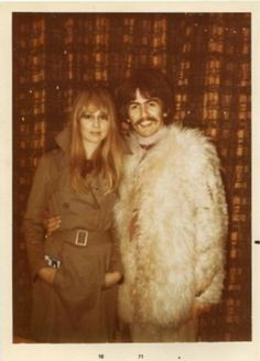 Model Pattie Boyd & Beatle husband George Harrison visiting family in 1967 George Harrison Pattie Boyd, Patti Harrison, Les Beatles, Beatles Art, Something In The Way, Family Photo Album, The Fab Four, Wife And Girlfriend, Ringo Starr