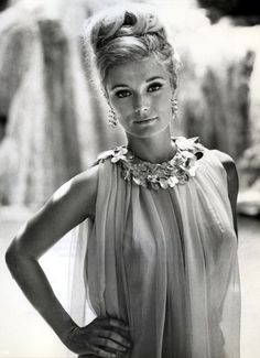 Yvette Mimieux ✾ probably most known for her role in George Pal's 1960 film version of H. Wells' 1895 novel The Time Machine co-starring Rod Taylor, in which she played the character Weena. Classic Actresses, Beautiful Actresses, Actors & Actresses, Female Actresses, Yvonne Craig, Old Hollywood, Classic Hollywood, Hollywood Stars, Sandra Dee