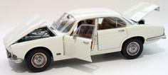 1971 Jaguar XJ6 2.8  Paragon Models PAR98301R Scale 1: 18