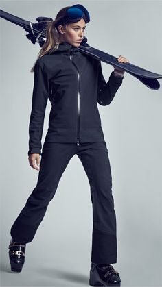 Update your snowy-getaway style with functional and flattering sportswear and ski clothes. | H&M Sport