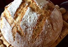 Rouheinen pataleipä on helppo, mutta sitäkin maukkaampi herkku. Herkullisen maun salaisuus piilee pitkässä kohotusajassa. Rapean kuoren leipä saa kuumassa padassa paistuessaan.