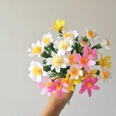 Crepe paper daisies by Flowerfilledlife