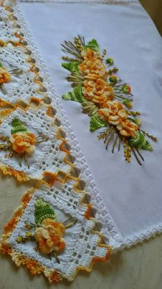 Teach a beautiful flower with my little friends that I loved so much. Crochet Tablecloth, Crochet Doilies, Crochet Flowers, Doily Patterns, Crochet Patterns, Yarn Crafts, Diy And Crafts, Crochet Chicken, Doily Wedding