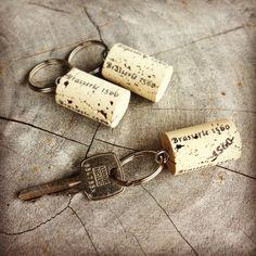 DIY sleutelhangers van kurk