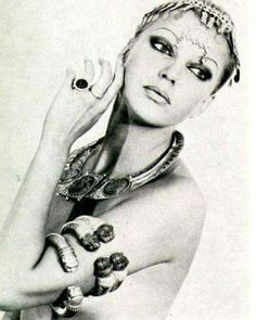 A French model wearing ancient Persian jewellery from the Louvre's collection in 1976. Repost from Reorient Magazine. #persian #ancientpersia #persianjewelry #iran #persiancultutre