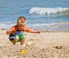 """""""Quanto mais você conhece, menos você se maravilha, e quanto menos você se maravilha, menos a vida significa para você. Você não está animado com a vida, não está surpreso – você começa a ficar indiferente às coisas. O coração inocente está continuamente maravilhado, como uma criancinha juntando conchas ou pedras coloridas na praia, ou correndo para lá e para cá em um jardim atrás de borboletas e se surpreendendo com tudo. """" OSHO"""