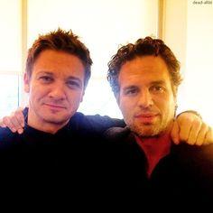 Jeremy Renner & Mark Ruffalo - YASSSSS!! My 2 faves!!
