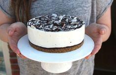 Bounty liefhebbers opgelet! Altijd al een taart met Bounty smaak willen maken? Met dit recept lees je precies hoe je dit doet!