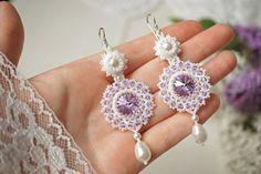 """Orecchini di perle intrecciata """"Violet"""". Beadwoven Orecchini con cristalli Swarovski e perle. Orecchini di perline. Tessitura, orecchini di perline"""