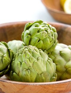 Artichokes are an ideal source of prebiotics, as are other veggies high in soluble fibers such as leeks, garlic, oats, and soybeans. Artichokes are also packed with fiber and protein. Nutrition Tips, Health And Nutrition, Health And Wellness, Health And Beauty, Healthy Foods To Eat, Get Healthy, Healthy Snacks, Healthy Recipes, Skinny People