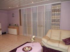 wohnzimmer schiebevorhang in lila beige mit braunen bogen schabracken. Black Bedroom Furniture Sets. Home Design Ideas