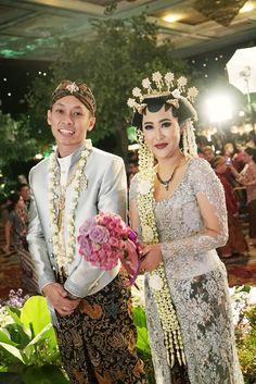 Homey and Intimate Javanese Wedding at Hotel Bidakara - 11