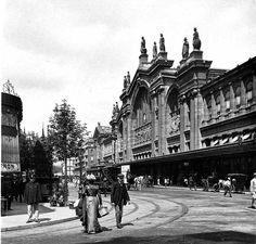 Gare du Nord early 1900s (Paris, France) Old Photos, Vintage Photos, France Train, Metro Paris, Old Paris, Paris Pictures, Most Beautiful Cities, Belle Epoque, Alter