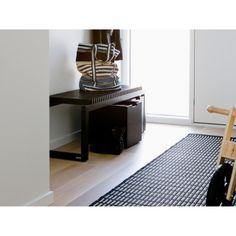 Cutter er en multifunksjons benk med et vakkert, skulpturelt uttrykk. Den kan brukes overalt og i ma... Home Decor, Decoration Home, Room Decor, Interior Decorating