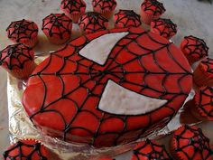 Spiderman Cake and Cupcakes · Edible Crafts | CraftGossip.com