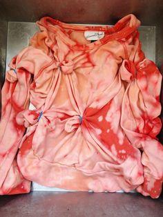 Diy Tie Dye Shirts, Bleach Shirts, Tie Dye Maxi, Tie Dye Dress, Tie Dyed, Reverse Tye Dye, Tie Dye Crafts, Bleach Tie Dye, Diy Tops