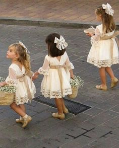 In addition to the bride and groom, the wedding day is the most eye-catching wedding flower girl. In general weddings, I will invite a few small flower girls, like cute little angels, symbolizing the pure Read more… Cute Flower Girl Dresses, Lace Flower Girls, Girls Dresses, Winter Flower Girl, Flower Girl Dresses Boho, Flower Girl Tutu, Flower Girl Gifts, Rustic Bridesmaid Dresses, Bridesmaid Flowers