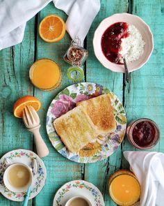 Desayunos de domingos compartidos. Yo diría que es casi de lo mejorcito del fin de semana. Poder compartir tú desayuno y es que desayunar sola entre semana no me gusta nada  ...Y lo mejor sin tener en cuenta que el reloj no cuenta un domingo.... #felizdomingo