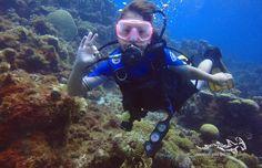 Enjoying her dive at Curacao ...  #scuba #scubadiving #duikeninbeeld #tauchen #duiken #diving #fun #relaxedguideddives #curacao