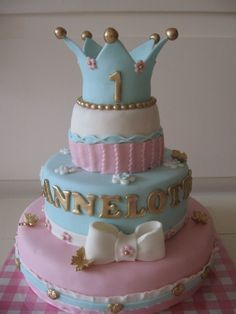 Charming Pink & Blue Princess cake for a little girl. Pretty Cakes, Beautiful Cakes, Amazing Cakes, Cupcakes Princesas, 1st Birthday Cakes, Half Birthday, Princesa Sophia, Chewy Candy, Occasion Cakes