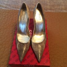 Guess natural snake pump Beautiful and only worn a handful of times. They come in the box and are in perfect condition! Guess by Marciano Shoes Heels