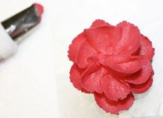 How to make easy royal icing flowers for spring How to mak. - How to make easy royal icing flowers for spring How to make easy royal icing - Vegan Royal Icing Recipe, Royal Icing Recipe With Egg Whites, Royal Icing Cookies Recipe, Royal Icing Flowers, Sugar Cookie Royal Icing, Sugar Cookies, Owl Cookies, Buttercream Flowers, Fondant Flowers