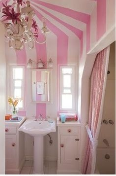 love, love the walls! fun and cute--great for a girl's bathroom