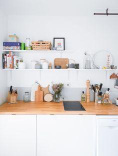 Pimp ta cuisine avec Like a Color pour table du salon Colorful Kitchen Decor, Kitchen Colors, Interior Styling, Interior Decorating, Kitchen Stories, Plywood Furniture, Interior Design Kitchen, New Kitchen, Marie Claire