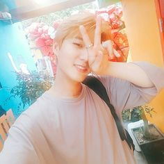 Youngk looks so Beautiful in this pic. Hope you had a lovely trip <3