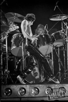 Freddie and Roger 1978 ❤️ Queen Ii, I Am A Queen, Great Bands, Cool Bands, Queen Drummer, Drummer Boy, Mercury Black, Brian Rogers, Roger Taylor Queen