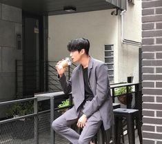 Hot Korean Guys, Korean Boys Ulzzang, Ulzzang Boy, Korean Men, Korean Outfits, Boy Outfits, Gay Aesthetic, Korea Boy, Posing Tips