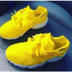 Nike air huarache lemon with white sole. The base shoe is triple white nike air huarache which is then prepared and customised using professional products and … Cute Sneakers, Cute Shoes, Me Too Shoes, Shoes Sneakers, Haraches Shoes, Shoes 2017, Prom Shoes, Fall Shoes, Winter Shoes