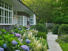 Landscaping Around House Cottages Ideas Landscaping Around House, Country Landscaping, Backyard Landscaping, Landscaping Ideas, Garden Paths, Lawn And Garden, Holland, Landscape Design, Garden Design