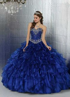 Read Princesas from the story Imagens para capas by gaby_rl (Gabrielly Lira) with 930 reads. Puffy Prom Dresses, Quince Dresses, 15 Dresses, Pretty Dresses, Beautiful Dresses, Wedding Dresses, Vestido Charro, Mexican Quinceanera Dresses, Simple Gowns