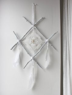 wall hanging rune viking white wood feather, lace and quartz point. Twig Crafts, Angel Crafts, Nature Crafts, Diy And Crafts, Arts And Crafts, Rune Viking, Wood Feather, Crochet Vintage, Book Of Shadows
