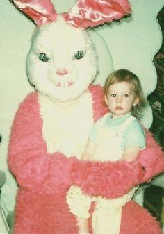 OH MON DIEU. LE MAL SE LIT DANS SES YEUX.   19 lapins de Pâques qui vous feront faire des cauchemars