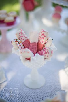 Inexpensive main table dessert idea: pink wafers in white chocolate and sprinkles