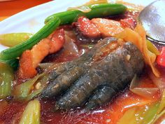 Crocodile meat contains high protein and low fat. The taste might differ depending on how you cook it, for example, grilled or fried.Grilled will taste like BBQ feces and fried will taste like crispy toe jam. Scary Food, Gross Food, Weird Food, Retro Recipes, Ethnic Recipes, Exotic Food, Dinner Is Served, Mets, Dessert