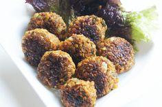 Frikadellen-Buletten Für diese Köstlichkeit benötigst du rote Linsen, Grünkernschrot, Gewürze, Tomatenmark, Semmelbrösel,
