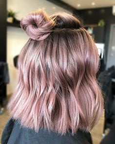 bun-hairstyle-for-short-hair Elegant Short Hair Bun Ideas 2019 Gold Hair Colors, Hair Dye Colors, Cool Hair Color, Hair Color Ideas, Hair Color Pink, Nice Hair Colors, Amazing Hair Color, Subtle Hair Color, Short Hair Bun