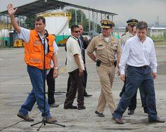 Pte Correa, entregando ayuda humanitaria en Colombia. 2010