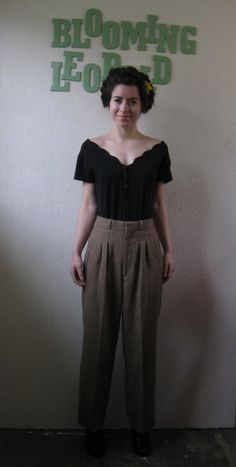 Vintage HIGH WAIST Pleated Tan Trousers XS S Comfortable high waisted slacks in a boot cut style! A subtle check pattern. Pleating in the front adds shape to the pants.. from the 1970's or 80's. Excellent vintage condition. Zips up the front. Brand - F.R. Bentley. A super soft polyester\/rayon blend.