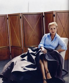 blue button-down shirt + grey full ball skirt + ankle tie heels :: Classic :: Carolina Herrera Soft Classic Kibbe, Classic Style, Style Me, Ball Skirt, Advanced Style, Mother Of The Bride, Style Icons, Personal Style, Style Inspiration