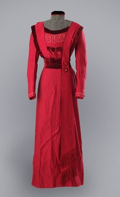 Day dress ca. 1910 From 19th Century I like the asymmetrical front, very unique!