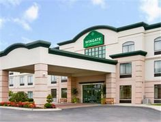 Wingate by Wyndham Flint/Grand Blanc Grand Blanc (Michigan) Located off Interstate-475, this Grand Blanc hotel is 5.5 miles from Bishop International Airport. It features free airport shuttle services, an indoor pool and spacious rooms with free Wi-Fi.