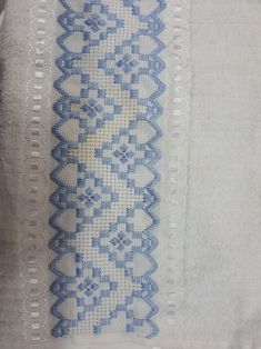 Swedish Embroidery, Hardanger Embroidery, Embroidery Stitches, Embroidery Designs, Bordado Tipo Chicken Scratch, Bargello Patterns, Diy And Crafts, Arts And Crafts, Plastic Canvas