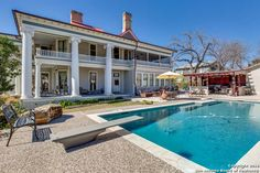 UrbanLiving Inside410-Historically significant Classical ...