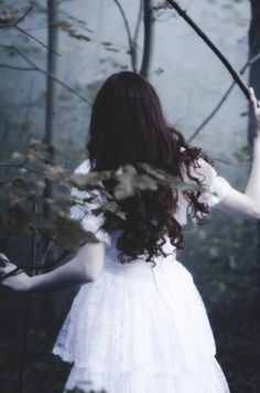 Ghost Bride / girl in woods or forest / lost / running Foto Fantasy, Dark Fantasy, Story Inspiration, Character Inspiration, Ghost Bride, Photo Portrait, Fantasy Photography, Fairy Tales, Indie