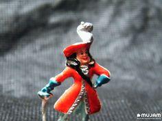 Capitán Garfio Figura en miniatura Elaborada en plástico extendido Medidas: 4.3 x 2.7 x 0.8 cm